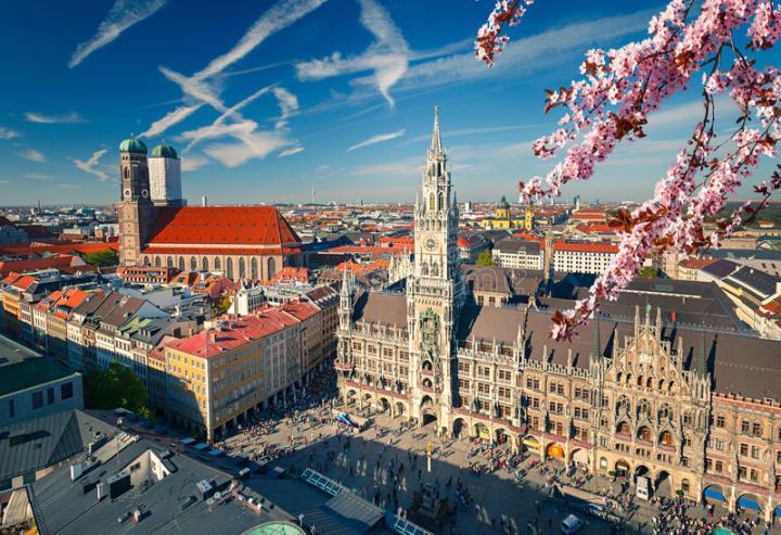 aerial-view-munchen-spring-marienplatz-new-town-hall-frauenkirche-87733314